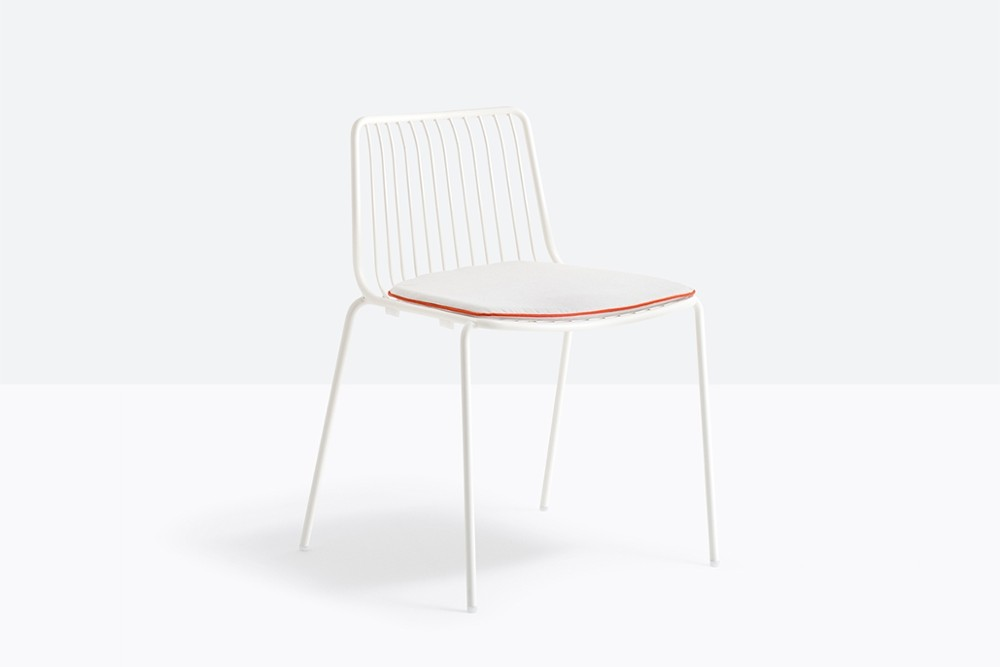 Nolita 3650 3 01 zoom.jpg Nolita carver chair_ DESIGN:CMP DESIGN_outdoor seatings_ metal garden chairs_Armchair with high backrest_completely made of steel and designed specifically for outdoor use. Stackable. A seat cushion is also available. Nolita 3650 3 01 zoom.jpg