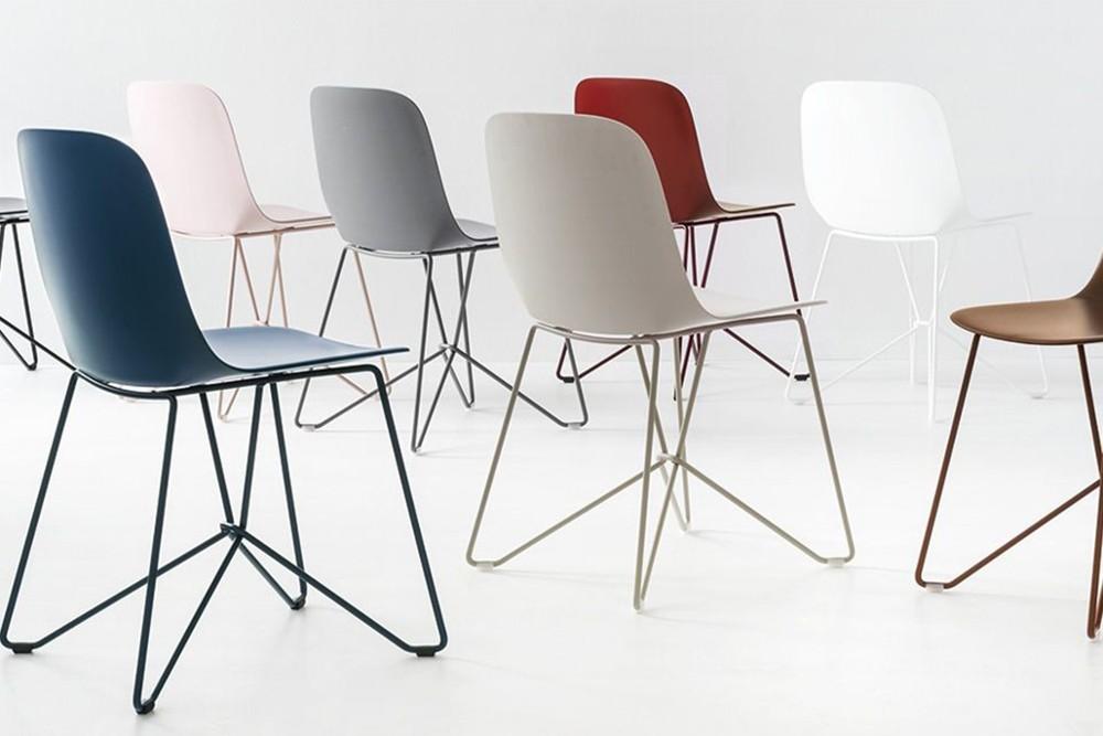 Vela%20spider%20base%204.jpg Vela Dining Chair_Made by Calligaris_Made in Italy_Designed by E-ggs_Range of colours_Upholstered options available_Bioplastic_Metal base _Propylene seat Vela%20spider%20base%204.jpg