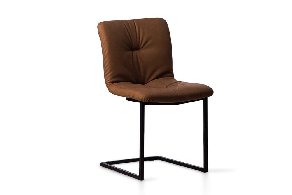 CS1849 Annie Soft Chair Tabacco Venice Matt Black Metal Frame Calligaris Angle CS1849_Annie_Soft_Chair_Tabacco-Venice_Matt-Black-Metal-Frame_Calligaris_Angle.jpg