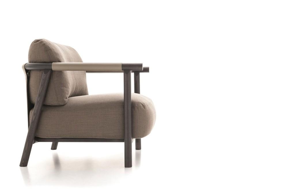 Nathy%20armchair%203.jpg Nathy armchair_Ditre Irtalia_Made in italy_Designed by Gabriele Buratti and oscar Buratti_Wooden Frame_Fabric or leather Upholstery Nathy%20armchair%203.jpg