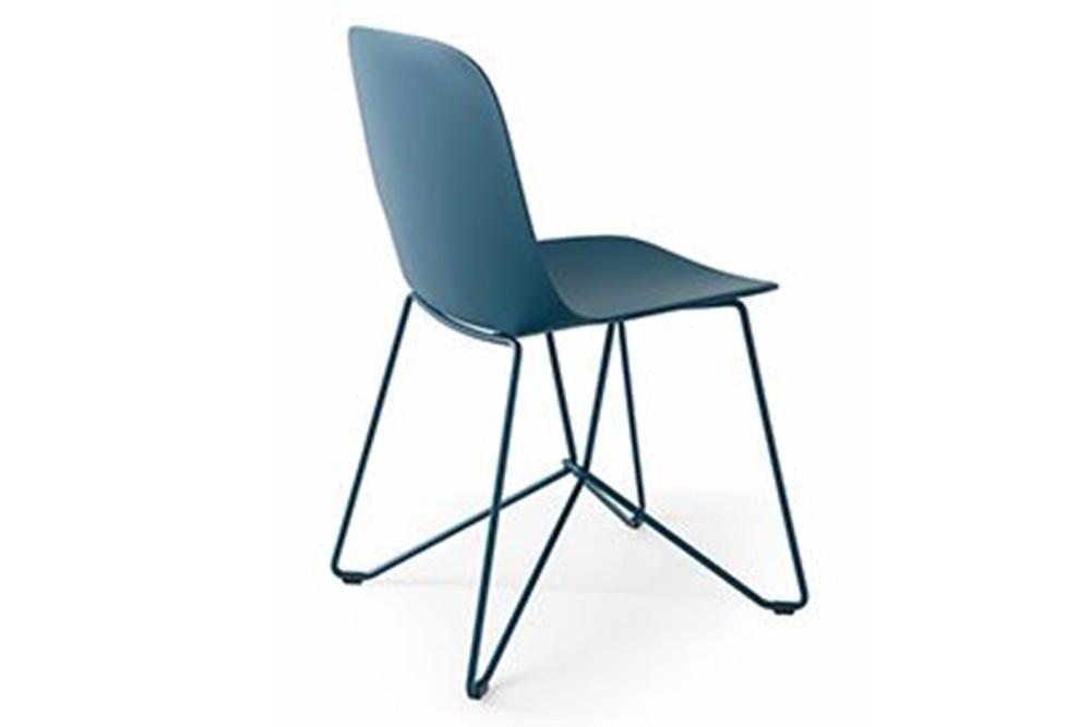 vela%20spider%20base%202.jpg Vela Dining Chair_Made by Calligaris_Made in Italy_Designed by E-ggs_Range of colours_Upholstered options available_Bioplastic_Metal base _Propylene seat vela%20spider%20base%202.jpg