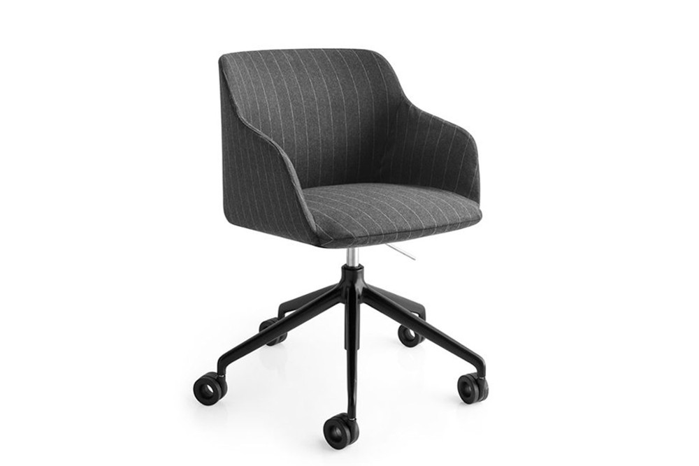 Elle%20chair%20with%20Casters.jpg Elle chair_By Calligaris_Made in Italy_Designed by E-ggs_Leather or Fabric upholstery_Different leg options_ Ergonomic_Comfortable_Armchair Elle%20chair%20with%20Casters.jpg