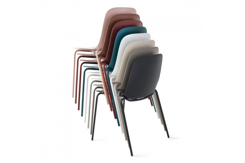 vela%20metal%204%20leg%202.jpg Vela dining chair_Stackable_Made by calligaris_Designed by E-ggs_ Bioplastic_4 leg metal chair_Made in Italy vela%20metal%204%20leg%202.jpg