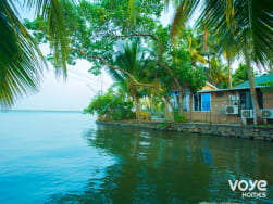 VOYE HOMES Lakeside Villa