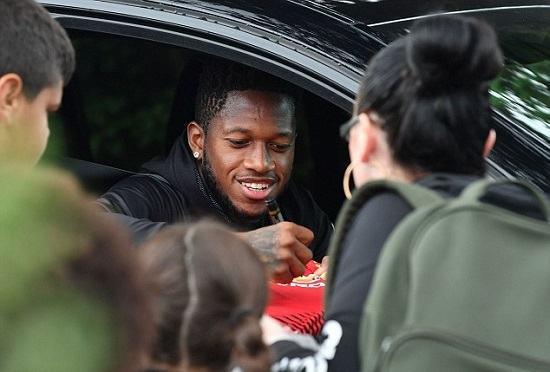 Ngôi sao Manchester United xuất hiện trong chiếc Bentley