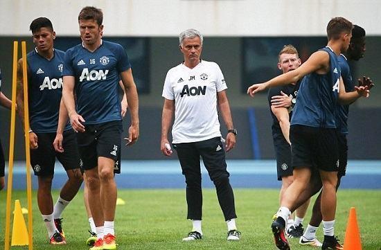 Mùa huấn luyện Kickstarts của Jose Mourinho với Manchester United