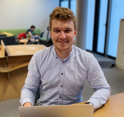 De la construction au développement web, le parcours de Rémi