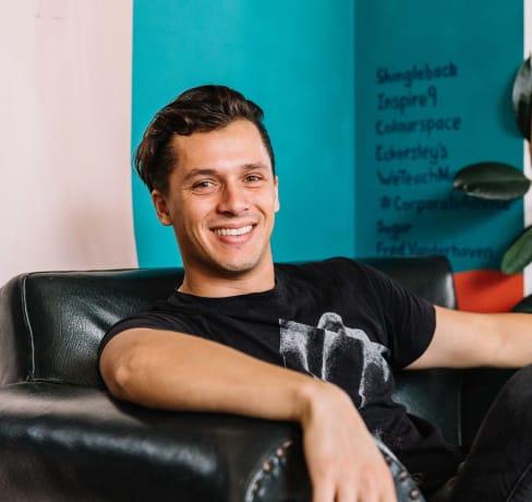 Damon, serial product-maker