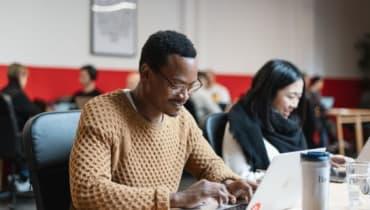 Landing a job as developer at Accenture after learning to code with a Bildungsgutschein.