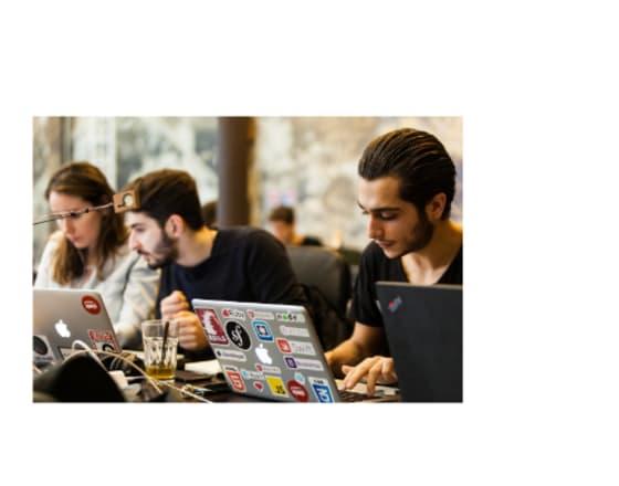 Des étudiants qui apprennent à coder au Wagon  Casablanca