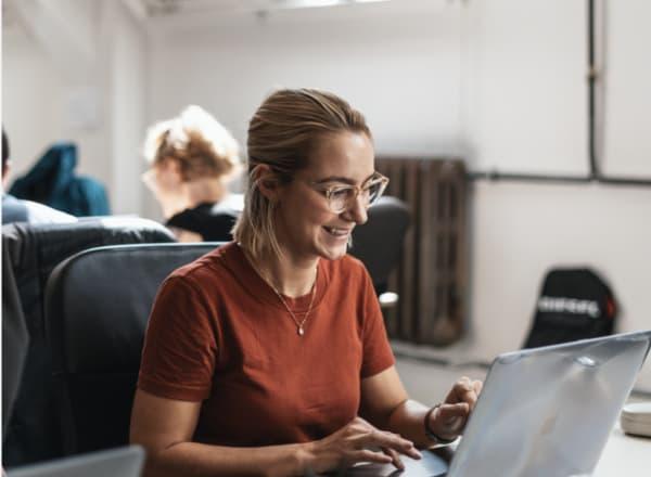 Finde heraus, wie du mit einem Bildungsgutschein kostenlos Programmieren lernen kannst.