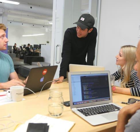 Apprendre, entreprendre et suivre ses passions: le parcours atypique d'un jeune développeur