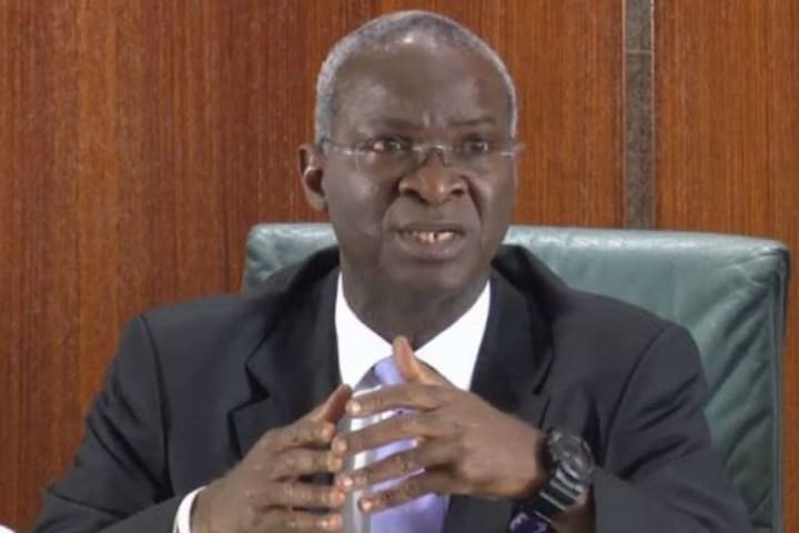 Quit Lagos Airport bridge within 2 weeks: Fashola issues ultimatum to traders