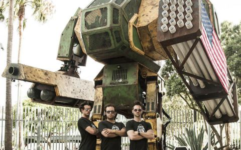 Japan isn't the only country with bad ass robots. The MegaBots team is building an All American Battle Mecha for a new giant-sized Robot Sports League.
