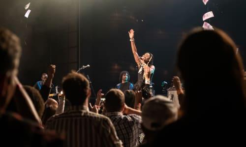 Fatoumata Diawara singing to a crowd in a concert