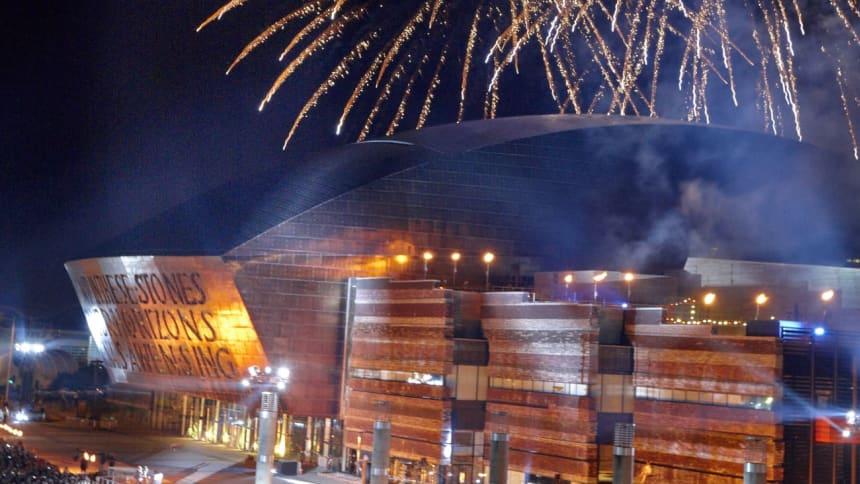 Tân gwyllt ar ein pen-blwydd yn 10 oed/ Fireworks on our 10th anniversary