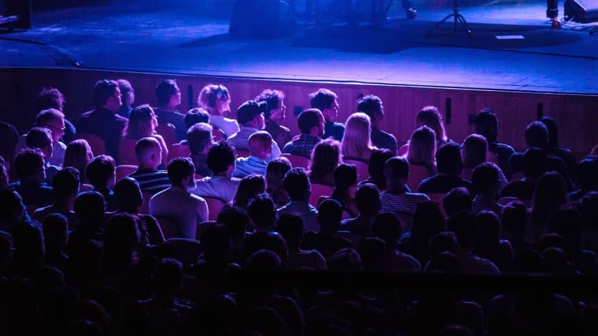 Despite holding nearly 1900 people the theatre can feel incredibly intimate too, thanks to the incredible acoustics / Mae'r theatr yn dal mwy nag 1900 o bobl, ond mae'n dal i deimlo'n hynod agos atoch, diolch i'r acwsteg