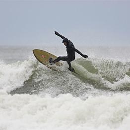 Surf board and wetsuit rental for Ellen