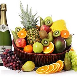 Fresh fruit & sparkling wine