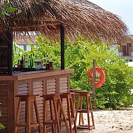 Cocktails at Handhuvaru Bar