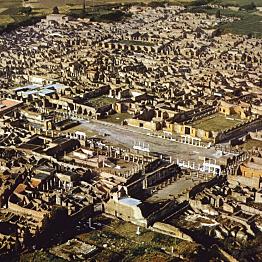 Explore Pompeii Ruins