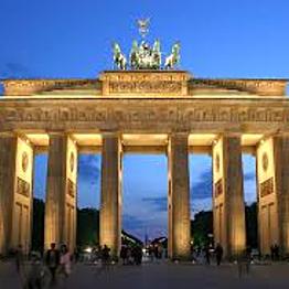 Excursion to the Brandenburg Gate!