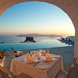 Romantic Dinner in Santorini