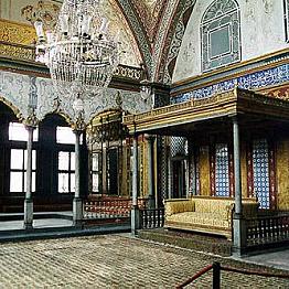 Tour the Topkai Palace