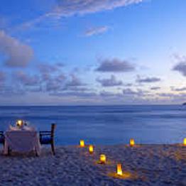 A romantic dinner by the beach!