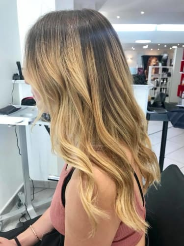 Un wavy sur des cheveux longs