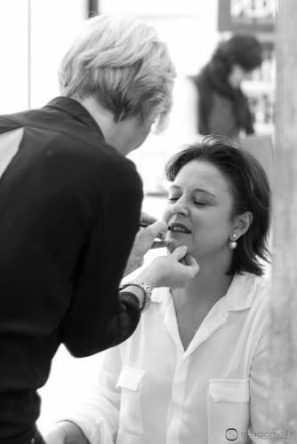 Karol, prise sur le vif en pleine séance maquillage