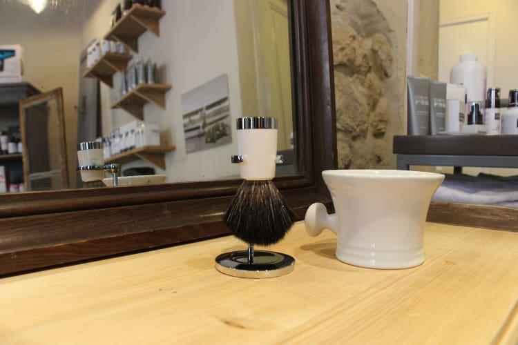Le blaireau outil indispensable du barbier
