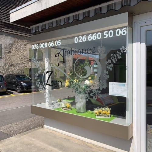 La vitre extérieure du salon Ambiance Zen Coiffure