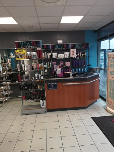 Les produits utilisés par les coiffeurs coloristes du salon UNIV'R De Coiffure à Cenon