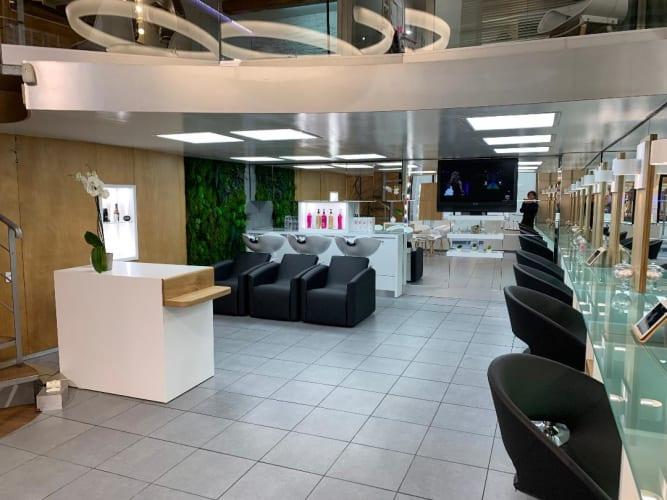 L'espace intérieur du salon Cartier Coiffure Relooking