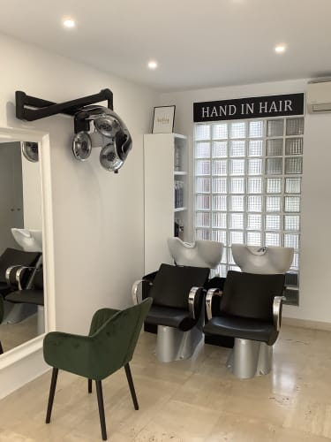 Les bac à laver du salon Hand in Hair à Bougival