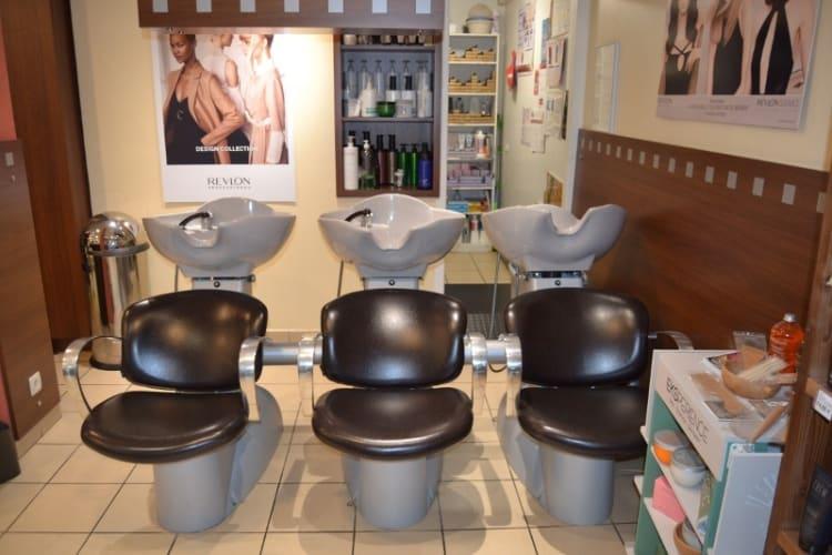 Les bac à laver du salon de coiffure Coupe 66 à Bogève
