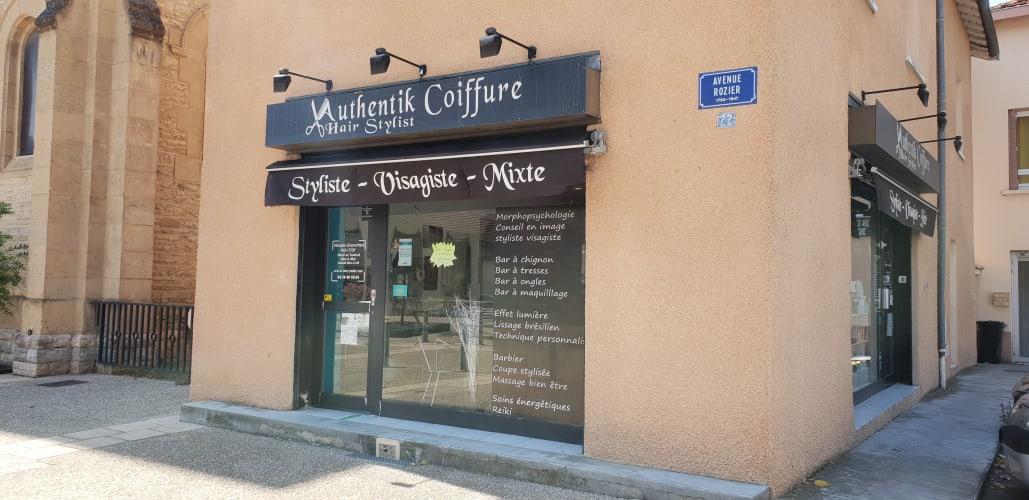 La devanture du salon de coiffure mixte Authentik Coiffure