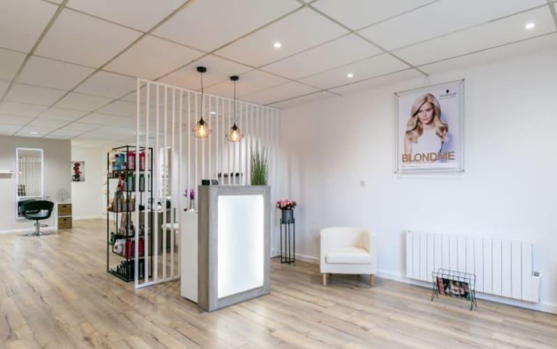 Le salon Laura Coiffure et Onglerie : un espace lumineux et une décoration épurée
