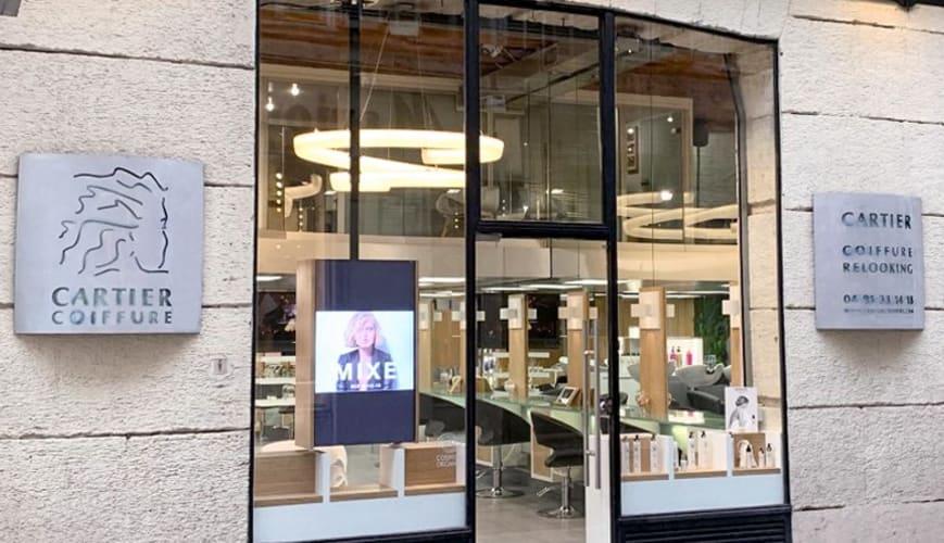 La devanture du Salon de coiffure Cartier Coiffure Relooking à Marseille
