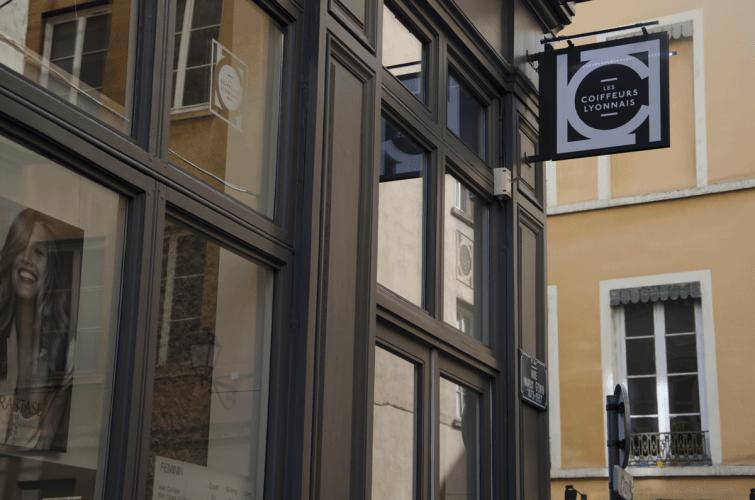 Vue extérieure du salon Les coiffeurs lyonnais