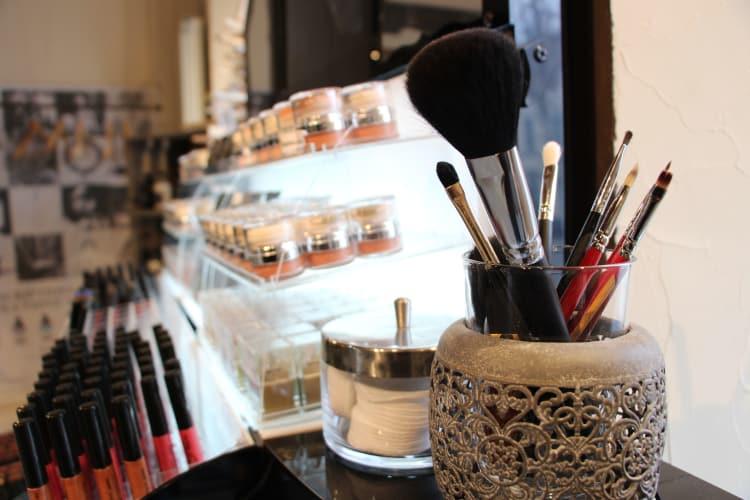 Une macro de nous outils de maquillage