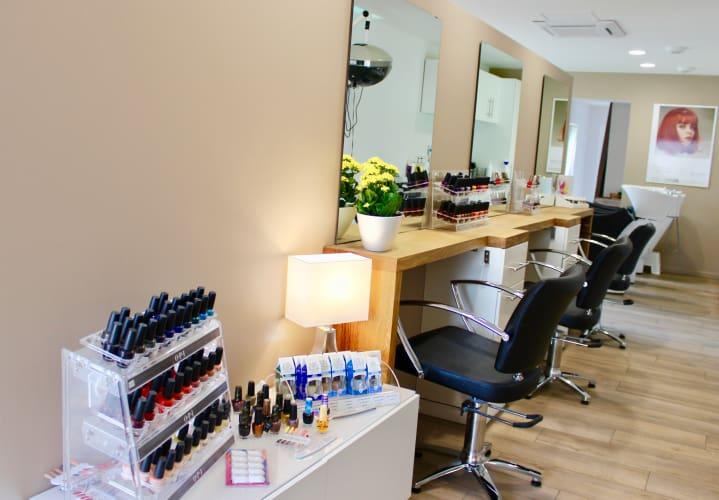 Le salon de coiffure Ambiance Coiffeur-Créateur : un espace lumineux, une décoration épurée pour vous détendre et vous relaxer
