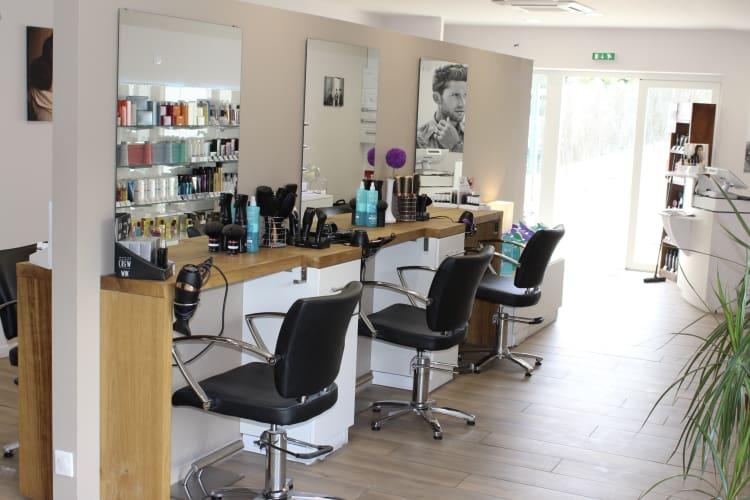 Les chaises à coiffure du salon Ambiance Coiffeur-Créateur dans le Loir-et-Cher
