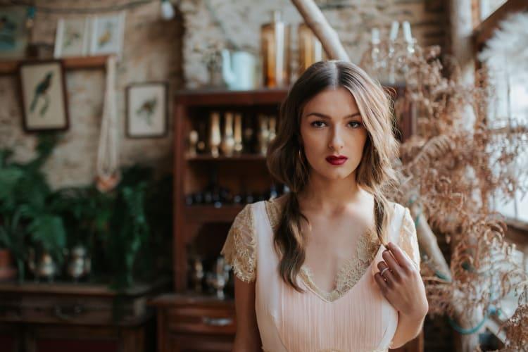 """Photographe « Cécile Schuhmann » pour « Le Wedding Magazine » Coiffure « Le Boudoir à Do'"""""""