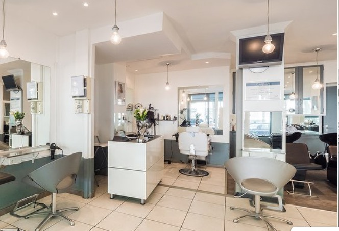 intérieur du salon de coiffure Georges roman à Paris 7ème arrondissement