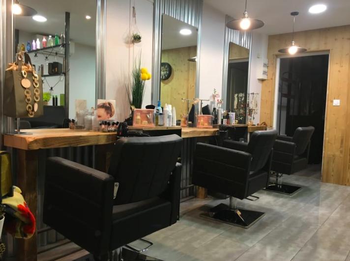 Salon de coiffure à L'étoile