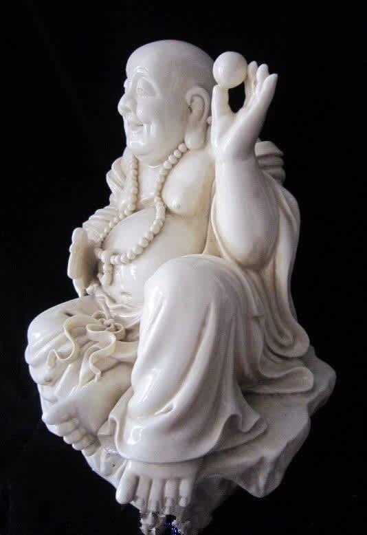 Porcelana blanca dehua de 13 pulgadas, Buda que ríe, cómoda, China