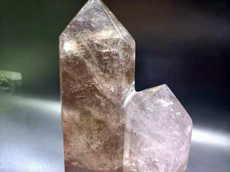 Cristal de cuarzo Natural con color del té, varita de cristal blanco complejo, ornamento interior de moda, pieza de tratamiento de espécimen