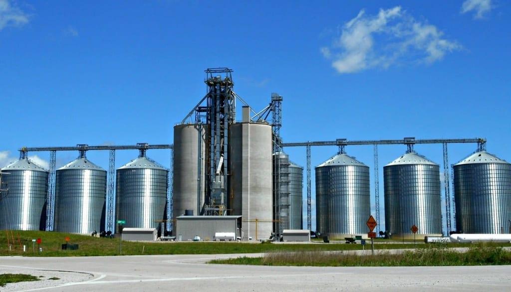 silos na agricultura para ilustrar seo silo